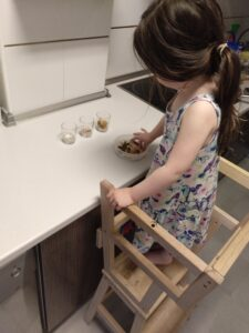 paula en la cocina