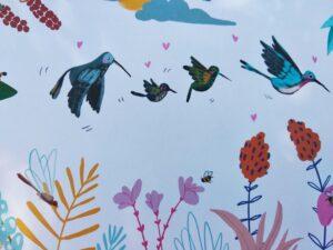familia colibrí volando