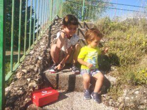 niños con sandalias garvalín