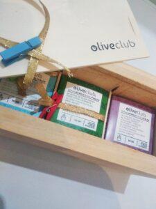 caja de madera con perlas de AOVE